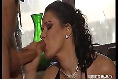 Levati le mutandine che voglio sentire l'_odore della tua figa prima di mettertelo in culo