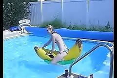 Banana pool raft