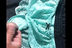 射在綠色原味蕾絲內褲上  分泌物有淫水