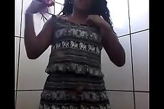 Novinha no banheiro