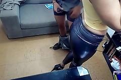 Mujer graba con c&aacute_mara oculta a su casero proponiendo sexo y lo denuncia