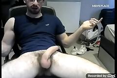Nerd tocando punheta na Cam