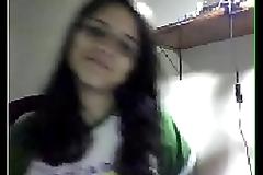 Casi la descubren desnudandose por la webcam